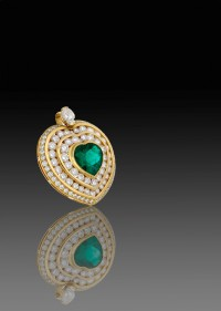 A Columbian emerald and diamond heart-shaped pendant by Kutchinsky, sold recently at DNW.